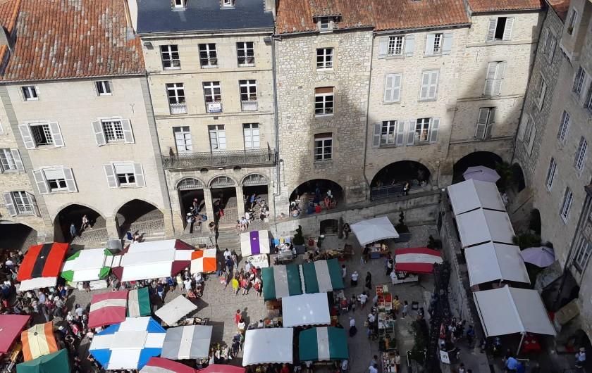 Location de vacances - Gîte à Sainte-Croix - Marché le jeudi en la Bastide de Villefranche de Rouergue