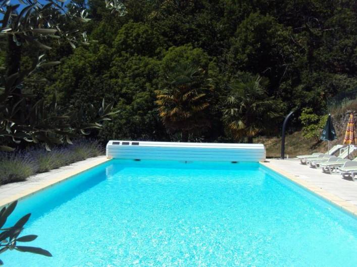 Location de vacances - Gîte à Chassiers - La piscine panoramique : 12 m (+ 1,5 m d'escaliers)  sur 6 m
