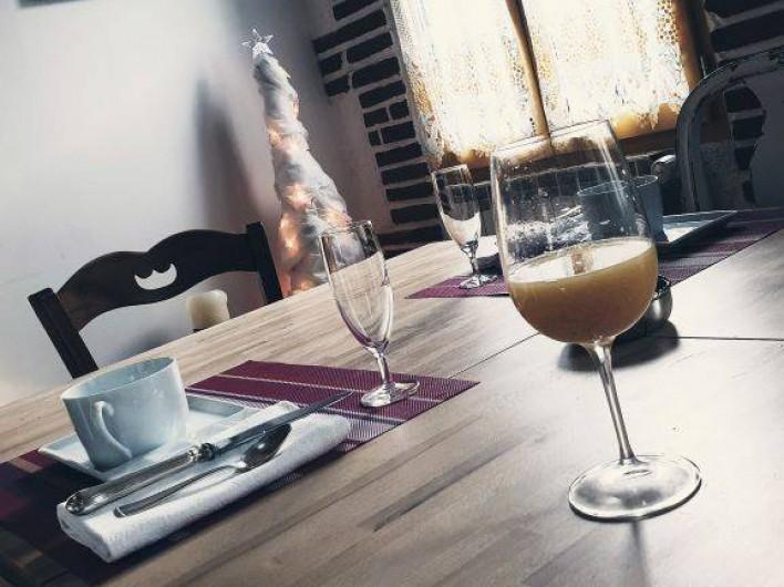 Location de vacances - Chambre d'hôtes à Tautavel - Petit déjeuner 1er janvier - Misosas (Champagne et jus d'orange)