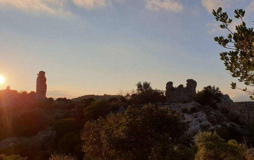 Location de vacances - Chambre d'hôtes à Tautavel - Ruines du château Tautavel