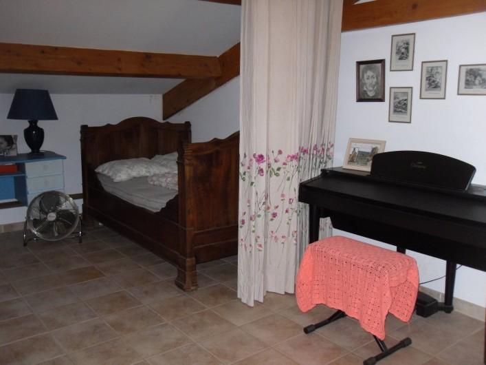 Location de vacances - Villa à Aubais - Chambre d'ami en mezzanine