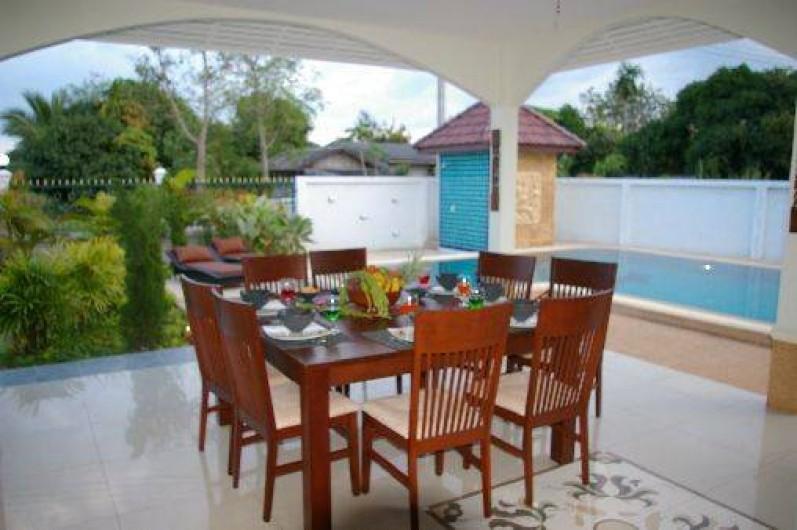 Location de vacances - Maison - Villa à Phe - Table near swimming pool