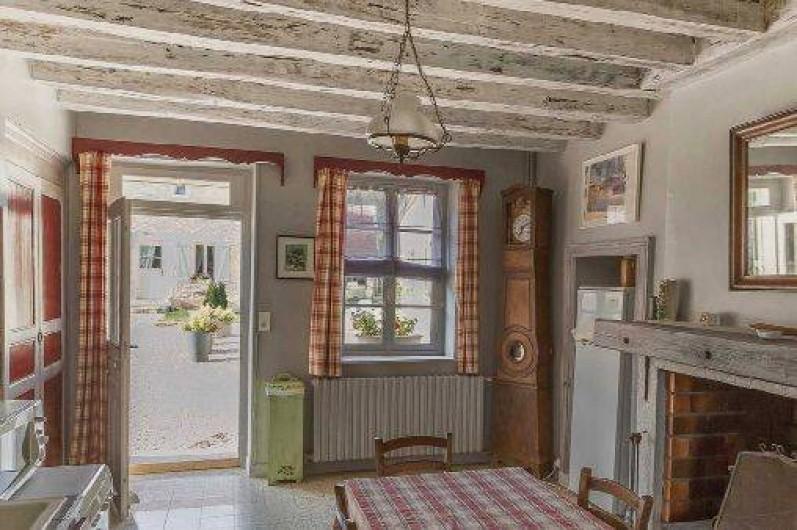 Location de vacances - Gîte à Druyes-les-Belles-Fontaines - la pièce à vivre avec cheminée