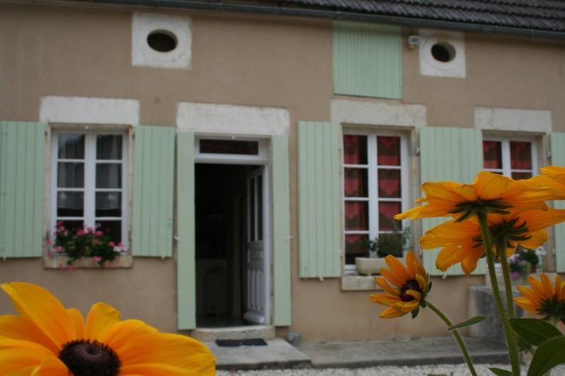 Location de vacances - Gîte à Druyes-les-Belles-Fontaines - extérieur de la maison