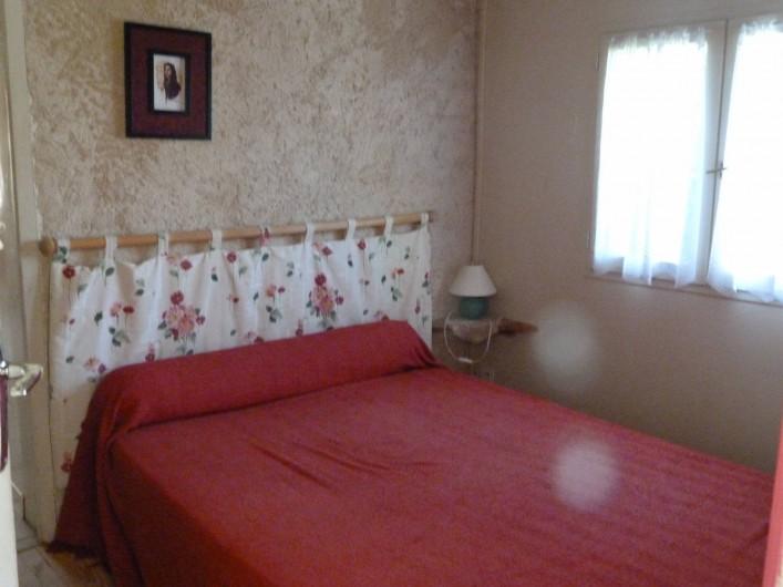 Location de vacances - Bungalow - Mobilhome à Villefranche-de-Rouergue - chambre parent d'un des gites