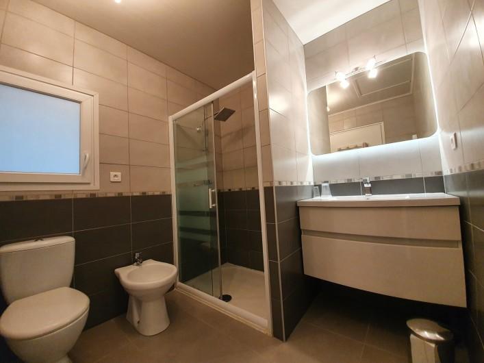 Location de vacances - Villa à Saint-Pierre la Mer - Salle de douche et WC