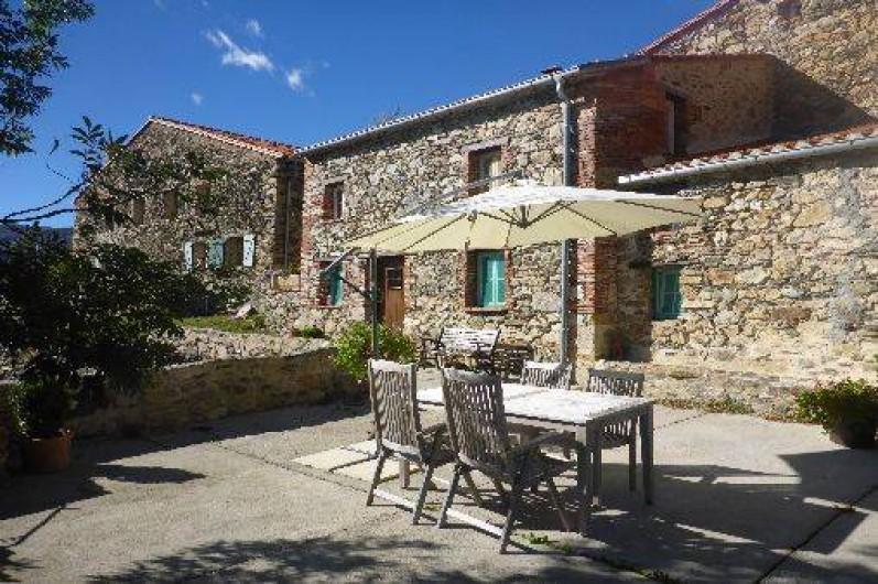 Location de vacances - Gîte à Prats-de-Mollo-la-Preste - Le Camelia avec terrasse.