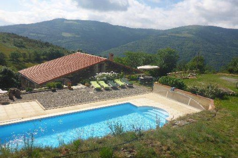 Location de vacances - Gîte à Prats-de-Mollo-la-Preste - Piscine avec des vues panoramiques.