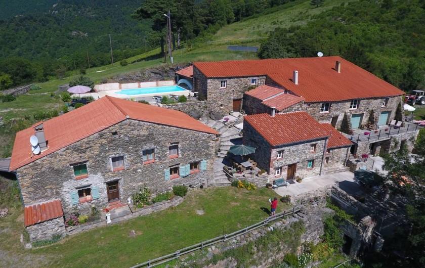 Location de vacances - Gîte à Prats-de-Mollo-la-Preste - Vue aérien de Mas Taillet et Le Camelia.