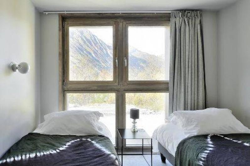 Location de vacances - Chalet à Saint-Martin-de-Belleville - Détail d'une chambre simple ou double.