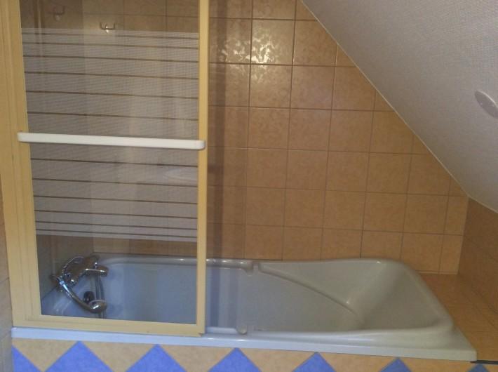 Location de vacances - Gîte à Cier-de-Luchon - salle de bain étage
