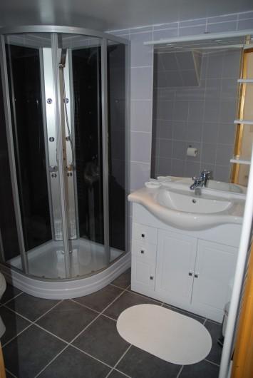 Location de vacances - Villa à Rochefort - Appartement 2  salle d'eau , avec cabine de douche