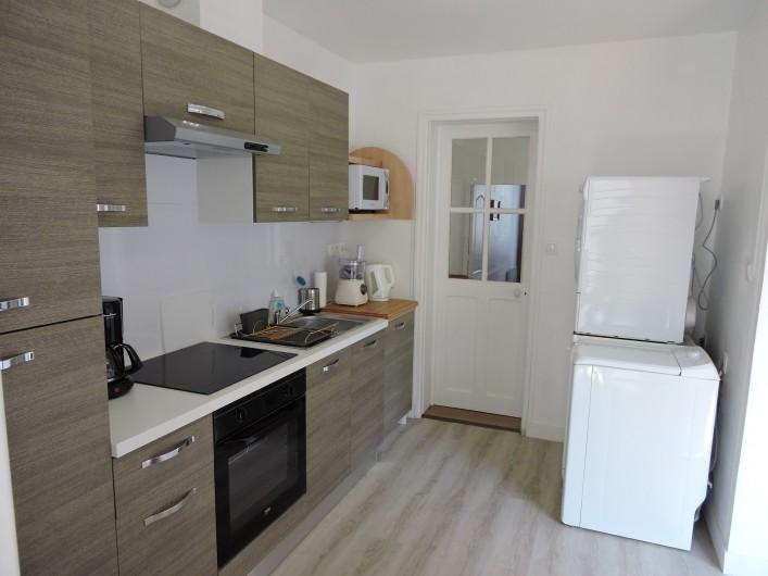 Location de vacances - Villa à Rochefort - cuisine complète, avec lave linge, sèche linge et lave vaisselle