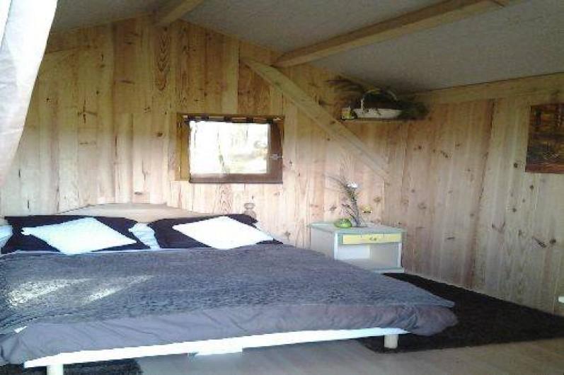 Location de vacances - Cabane dans les arbres à Paulhac-en-Margeride - Chambre lit 2 places (matelas pour 1 enfant éventuellement)
