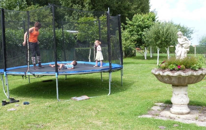 Location de vacances - Gîte à Tours-en-Vimeu - le trampoline
