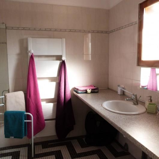 Location de vacances - Gîte à Tours-en-Vimeu - salle de bain RDC avec WC