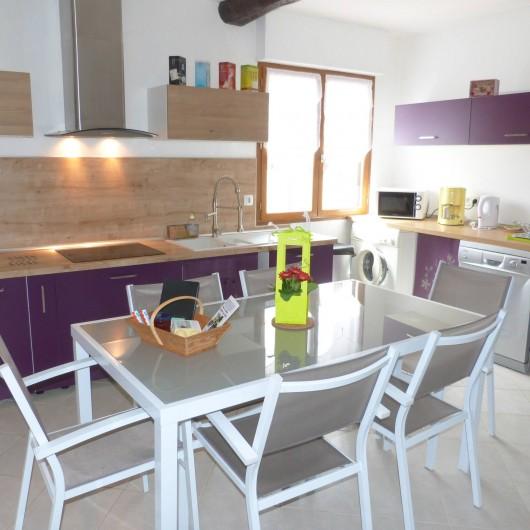 Location de vacances - Gîte à Tours-en-Vimeu - le coin cuisine entièrement aménagé