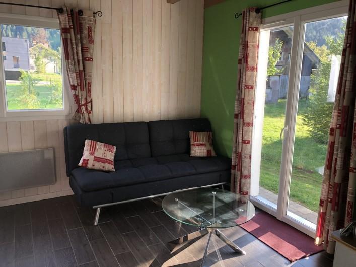 Location de vacances - Chalet à Gérardmer - Premier salon avec accès sur la terrasse