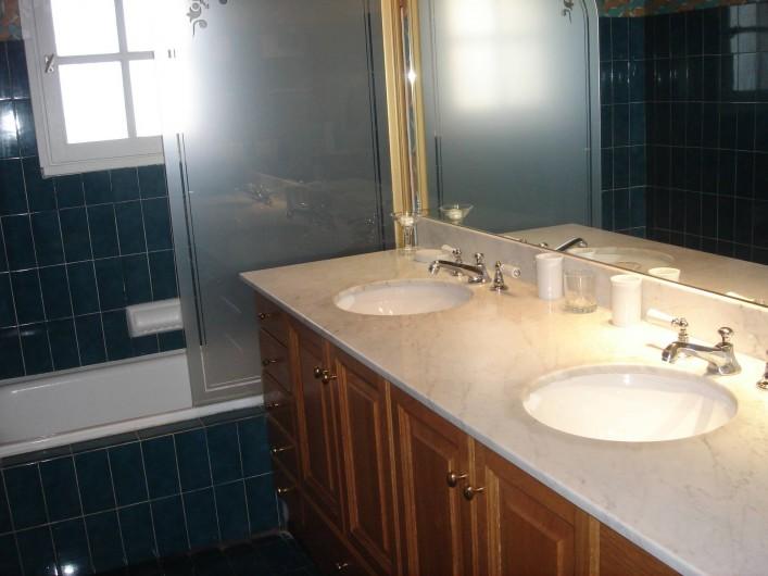 Location de vacances - Villa à Fréjus - sale de bains etage