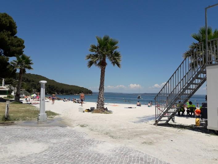 Location de vacances - Maison - Villa à Istres - plage familiale surveillée l'été avec douches et WC
