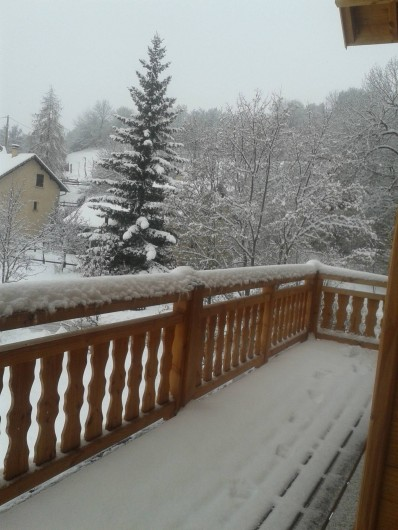 Location de vacances - Chalet à Saint-Jean-Saint-Nicolas - Balcon sous la neige