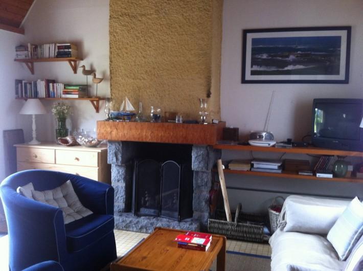 Location de vacances - Gîte à Barneville-Carteret - Séjour avec sa cheminée
