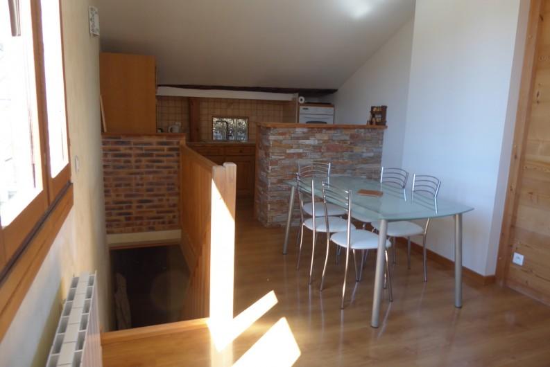 Location de vacances - Appartement à Embrun - Séjour et cuisine