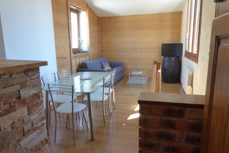 Location de vacances - Appartement à Embrun - Séjour et canapé lit