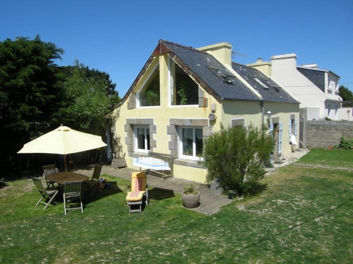 Location de vacances - Villa à Portsall - 90 m2 maison de pêcheur, 1600m2 de terrain  arboré, jeux enfants.