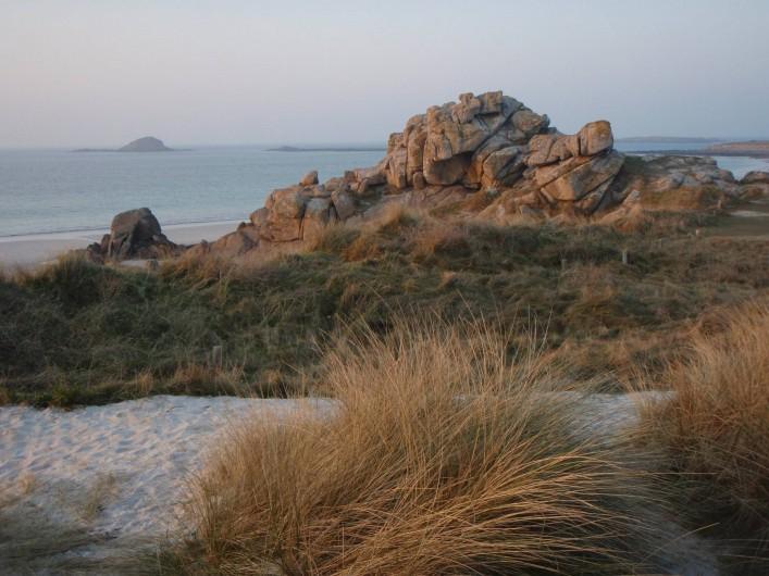 Location de vacances - Villa à Portsall - A 20mn de marche ; alternances de rocs et de plages de sable fin. Site classé.