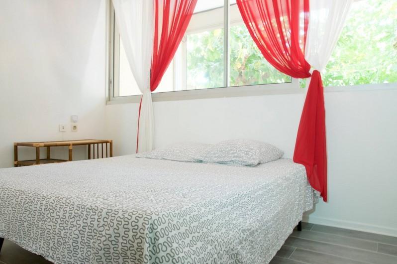 Location de vacances - Appartement à Le Grau-du-Roi - Chambre de l'appartement du rdc (climatisée)
