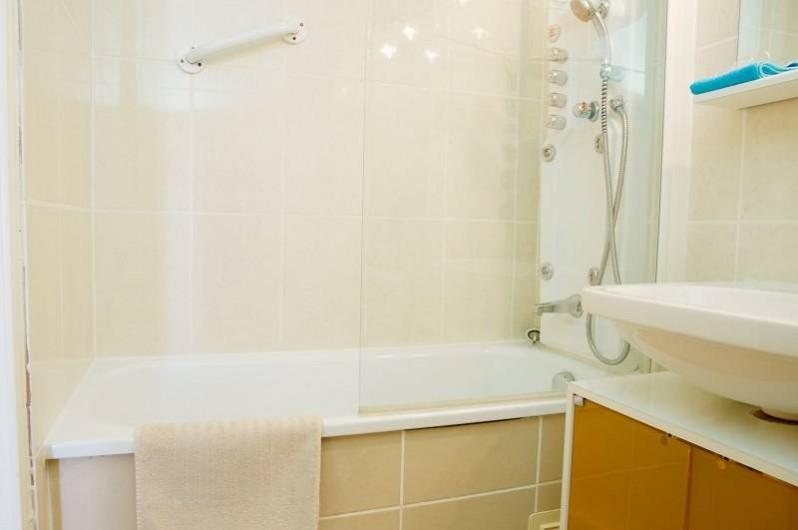 Location de vacances - Appartement à Le Grau-du-Roi - Salle de bain du duplex et studios