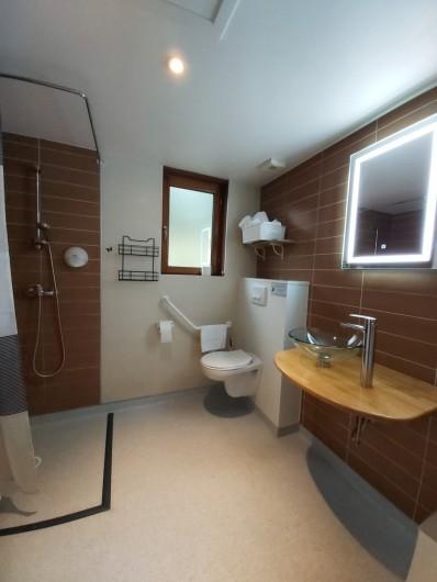 Location de vacances - Chalet à Mercus-Garrabet - La salle d'eau complète