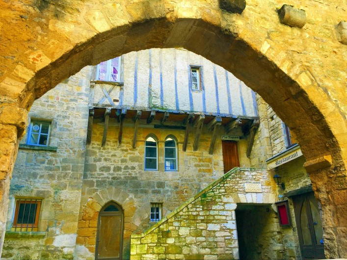 Location de vacances - Mas à Simeyrols - Sarlat Cité médiévale ensemble qui mérite de s'y attarder une journée