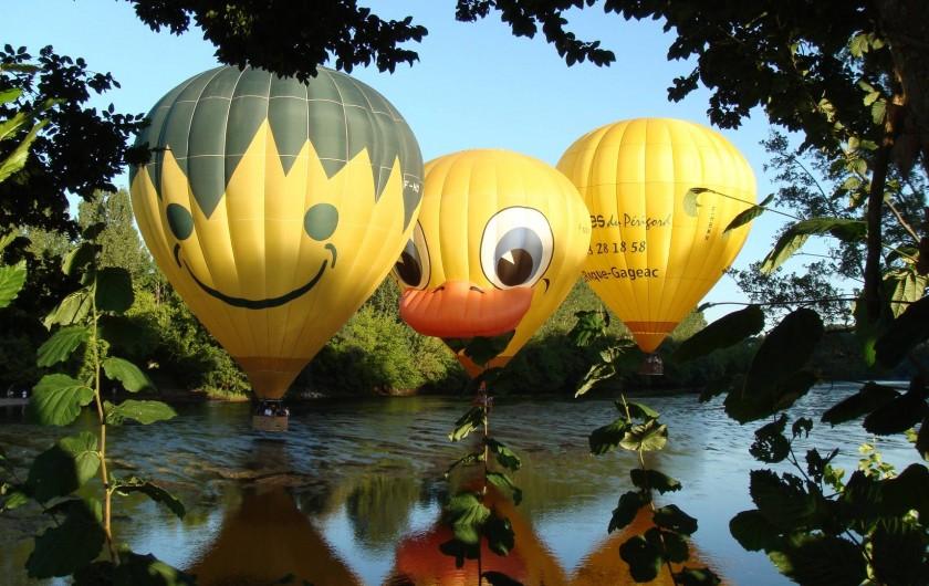 Location de vacances - Mas à Simeyrols - La Dordogne en canoés ou en ballon vecteur idéal pour découvrir la région