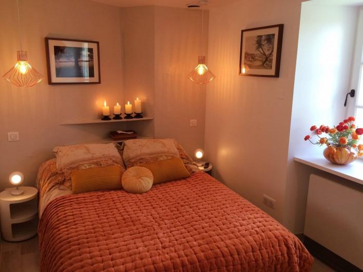 Location de vacances - Mas à Simeyrols - Chambre double Rdc + 1 Lit d'enfant avec sa salle de douche