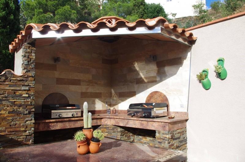 Location de vacances - Gîte à Cerbère - Cuisine extérieure et commune avec 2 planchas