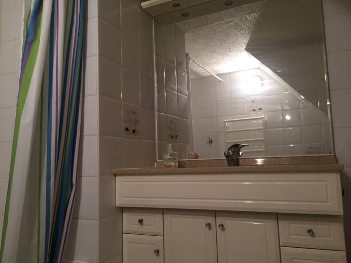 Location de vacances - Villa à Le Barcarès - Salle de bain et WC (baignoire)