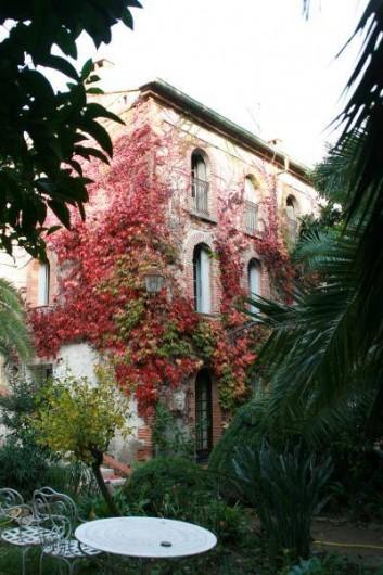Location de vacances - Appartement à Collioure - vous aurez les 4 fenêtres du 2 ème étage