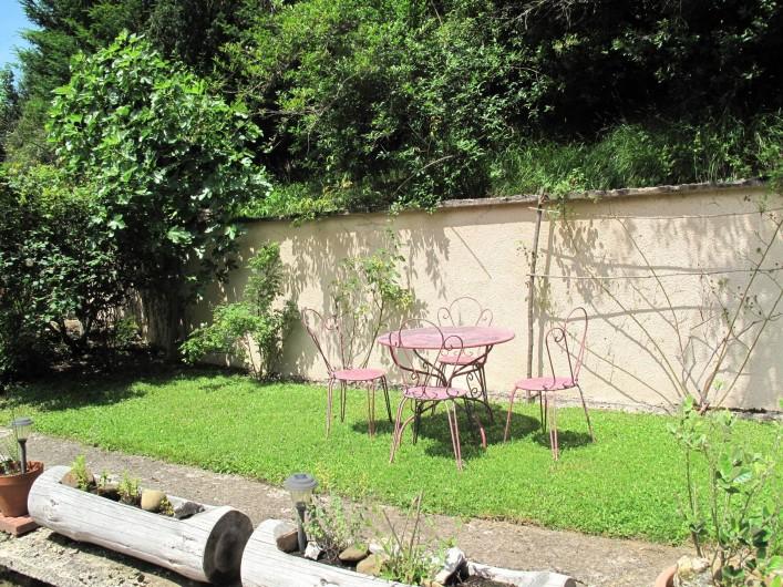 Location de vacances - Studio à Bagnères-de-Bigorre - Accès au studio depuis le jardin