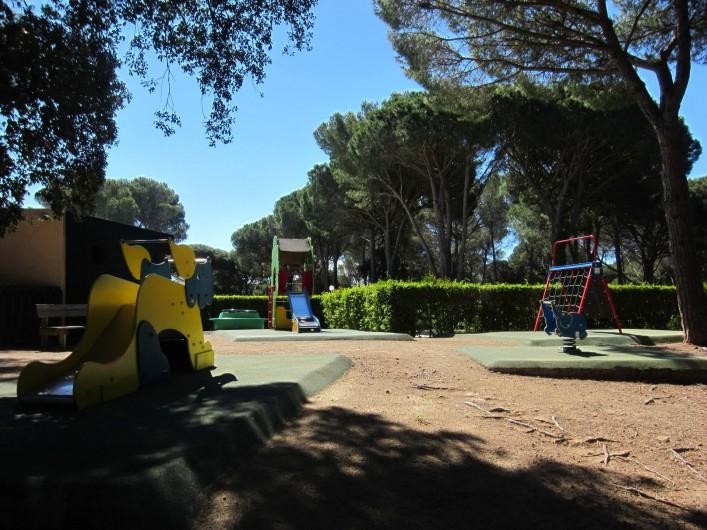 Location de vacances - Studio à Saint-Raphaël - l'aire de jeux des enfants