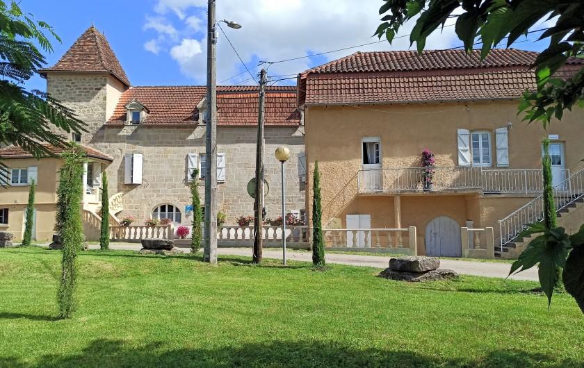 Location de vacances - Gîte à Faycelles - Maison de vacances à droite