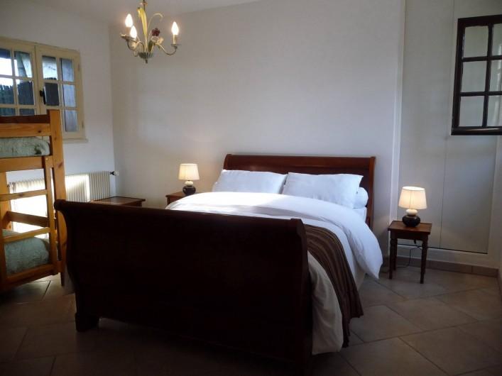 """Location de vacances - Gîte à Mons-Boubert - Chambre """"Val au lin"""" au rez-de-chaussée"""