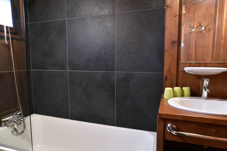 Location de vacances - Chalet à Chamonix-Mont-Blanc - Salle de bains 2/3