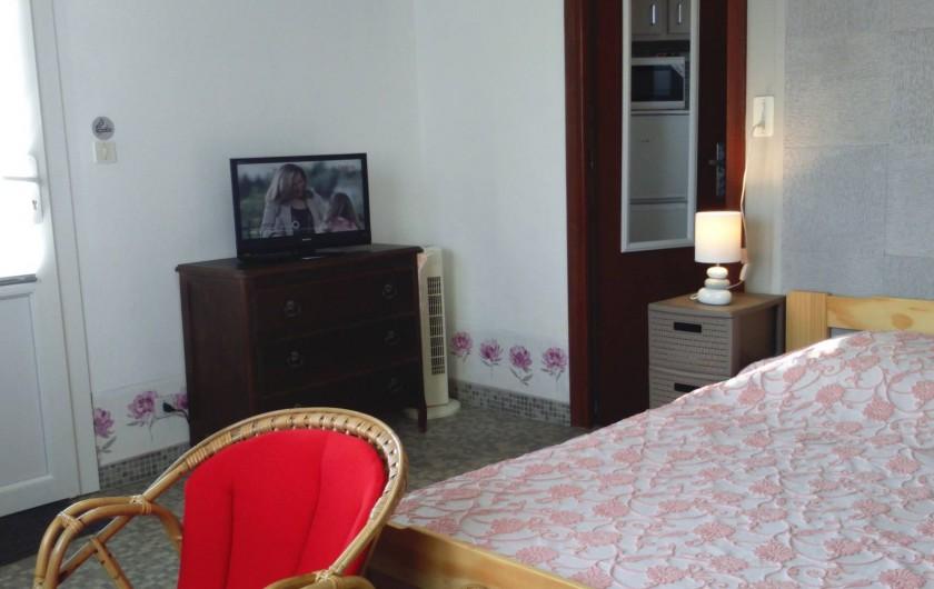 Location de vacances - Studio à Digne-les-Bains - lit 2 places,coin repas, TV,internet wifi,coin salon