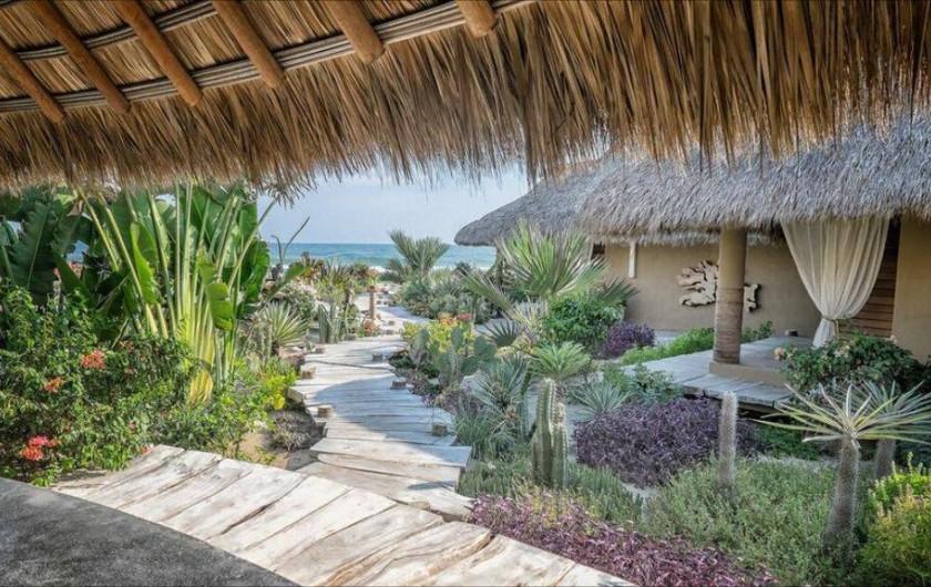 Location de vacances - Chambre d'hôtes à Puerto Escondido - Vue vers le bungalow privatif