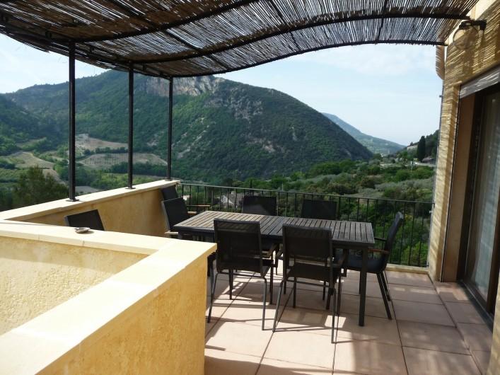 Location de vacances - Gîte à Aubres - Grande terrasse