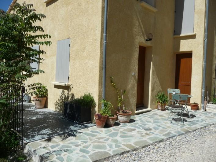 Location de vacances - Gîte à Aubres - Petite terrasse