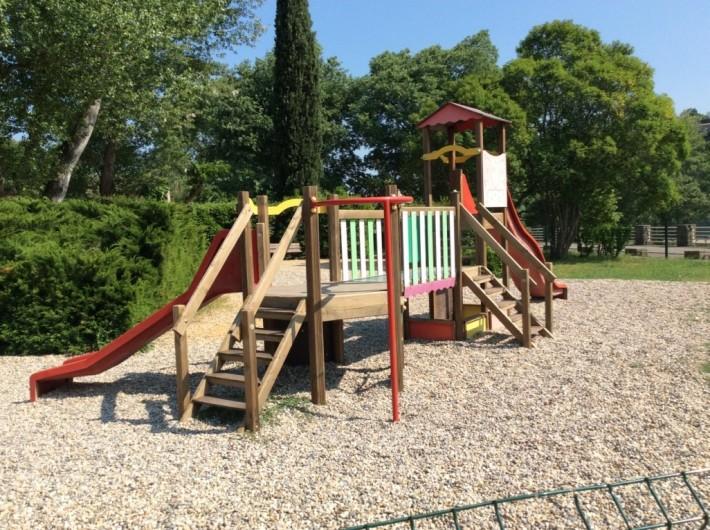 Location de vacances - Villa à Saint-Martin-d'Ardèche - petit parc pour les plus petits à 200m de la maison