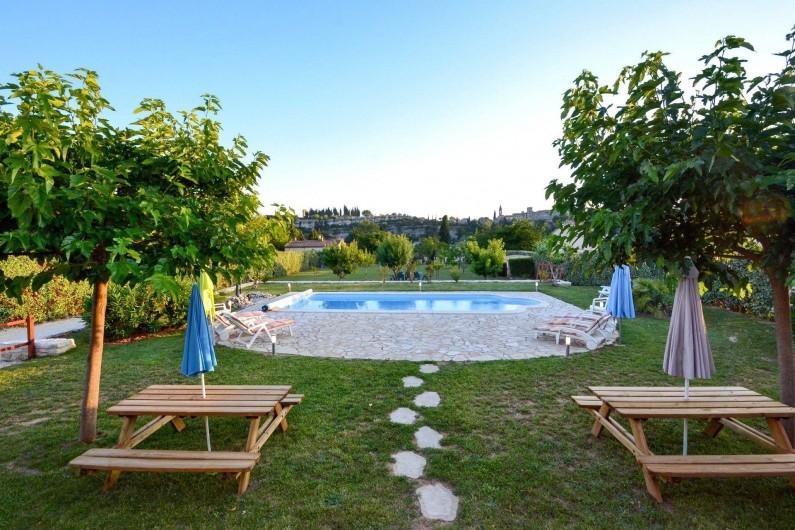 Location de vacances - Villa à Saint-Martin-d'Ardèche - vue de jardin, piscine depuis la terrasse